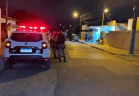 Mecânico é alvo de ataque a tiros dentro de veículo, em João Pessoa