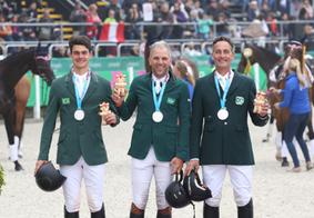 Após queda de cavaleiro, Brasil garante prata e vaga olímpica no hipismo