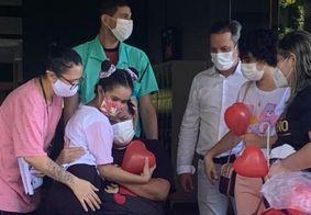 Um dos últimos pacientes covid internados na unidade recebeu alta nesta semana.