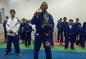 Campeão sul-americano de jiu jitsu, paraibano Francenildo grava vídeo para TV Tambaú