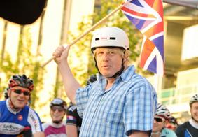 Boris Johnson assume como premiê e diz que brexit sem acordo é possibilidade remota