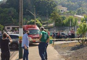 Três crianças e duas funcionárias são mortas em escola de Santa Catarina