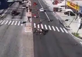 Câmera flagra colisão entre motos que deixou dois feridos em João Pessoa; veja