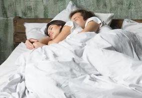 Dormir de conchinha diminui estresse, afirmam pesquisadores