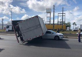 Trânsito ficou travado no local