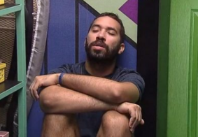 Gil chora na dispensa com medo de estar sendo odiado pelo Brasil