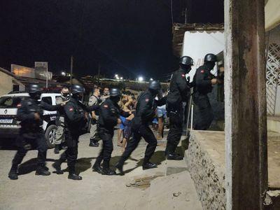 Polícia realizou buscas aos suspeitos