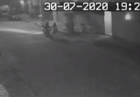 Vídeo: mulher luta com assaltante para impedir roubo na Zona Sul de João Pessoa