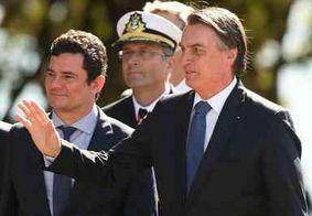 Sob gritos de 'mito', Bolsonaro anuncia general Mourão como vice