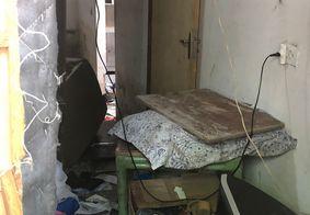 Casa onde morava o suspeito foi destruída por moradores da região