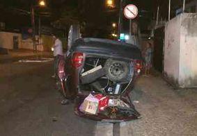 Vídeo: carro capota após motorista perder controle no Centro de João Pessoa