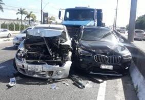 Acidente gera engavetamento com 11 veículos em JP; 3 pessoas ficam feridas