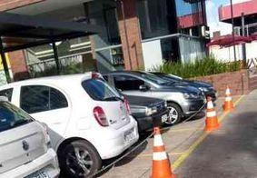 Procon autua empresarial que usa calçada rebaixada como espaço privado, em João Pessoa