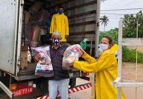 Famílias atingidas pelas chuvas em João Pessoa recebem cestas básicas e cobertores