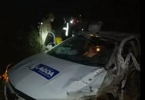 Carro foi atingido lateralmente por caminhonete