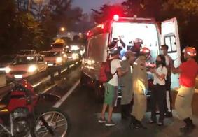 Vídeo: criança de 11 anos é atropelada tentando atravessar rodovia em João Pessoa