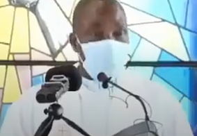 Vídeo: padre passa mal durante missa e morre diante de fiéis