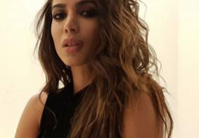 """Internauta chama Anitta de 'escorada' e ela responde: """"Devíamos achar bonito e não criticar""""; entenda"""