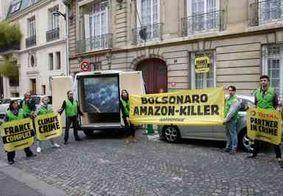 Ativistas do Greenpeace atrapalham reunião do ministro Ricardo Salles com empresários em Paris