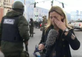 Vídeo: policial joga spray de pimenta em repórter na Bolívia