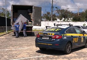 Vítima e veículo foram encaminhados à Central de Polícia.