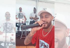 """Neymar comemora título do PSG cantando: """"Precisando tanto de uma namorada"""""""