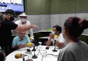 Apoiadores de Bolsonaro invadem rádio após locutor criticar atuação do presidente
