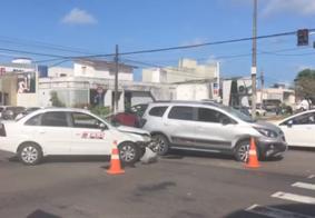 Acidente envolvendo três veículos deixa mulher ferida na região central de João Pessoa