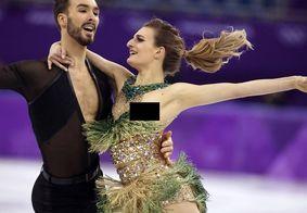 Patinadora é traída pela roupa e deixa seio à mostra em apresentação nas Olimpíadas de Inverno