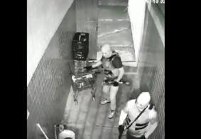 Homens armados e encapuzados durante explosão a supermercado em João Pessoa.
