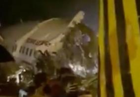 Avião se parte durante pouso e deixa mortos na Índia