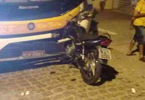 Acidente entre moto e ônibus deixa um morto no interior da PB
