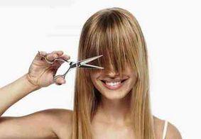 É melhor cortar o cabelo quando está seco ou molhado?