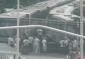 Motoristas de ônibus protestam e paralisam atividades, em João Pessoa