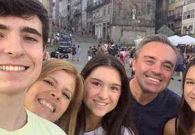 """Rose Miriam relembra momentos ao lado de Gugu: """"família é tudo de bom!"""""""