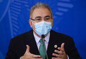 O ministro tomou as duas doses da vacina