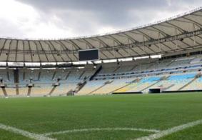 Bola rola no estádio do Maracanã