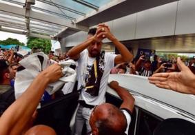 """Chegada de Léo Moura repercute nas redes sociais: """"entreguem as taças"""""""