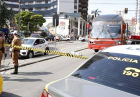 Idosa morre após ser atropelada por ônibus biarticulado, no Paraná