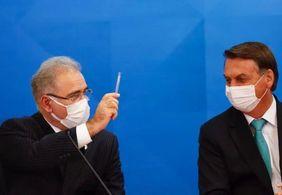 Queiroga suspendeu vacinação de adolescentes após conversa com Bolsonaro