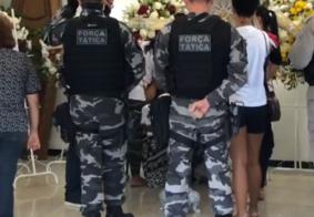 Familiares e amigos dão último adeus a soldado da PM assassinado em João Pessoa