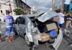 Veículo ficou completamente destruído com o impacto