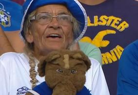 Aos 86 anos, torcedora-símbolo do Cruzeiro é hospitalizada após ser agredida por integrantes de organizada