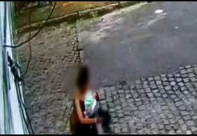 Câmera flagra momentos antes de mulher abandonar bebê em João Pessoa