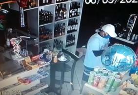 Bandidos assaltam posto de gasolina e obrigam funcionários a tirar as roupas em JP