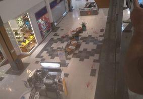 Marcas de sangue ficaram espalhadas pelo centro de compras