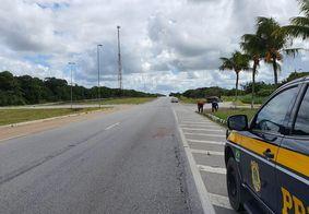 Homem morre após ser atropelado por caminhão na BR-101