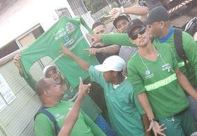 Trabalhadores da limpeza urbana protestam por pagamentos em João Pessoa