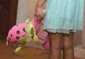Polícia prende homem suspeito de abusar da própria enteada, na PB