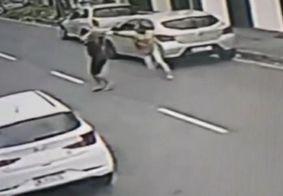 Câmera flagra assalto a motorista de App em João Pessoa